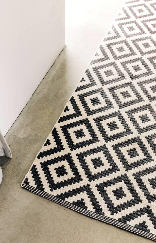 Svart / grått avlangt cotton dorri mws 1 side - teppe i en kjøkken.